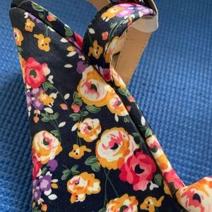 Shoedazzle! Floral wedges